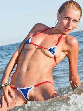 Микро-бикини 4 июля - экстремальный купальник для максимального загара